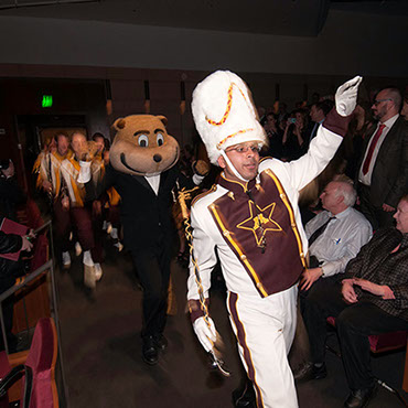 Goldy Gopher Makes His Entrance